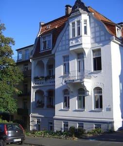 Exklusives Zimmer in Villa am Bergpark - Casa