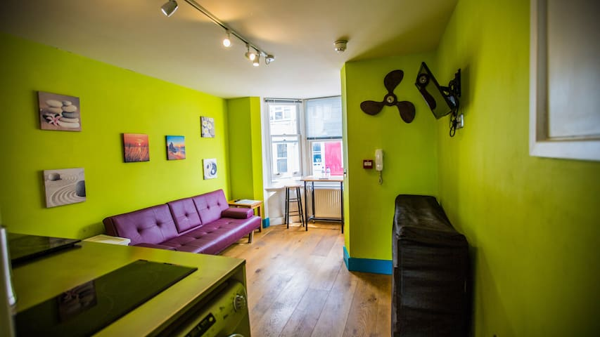 Private and Funky VERY CENTRAL 1 bedroom Apartment