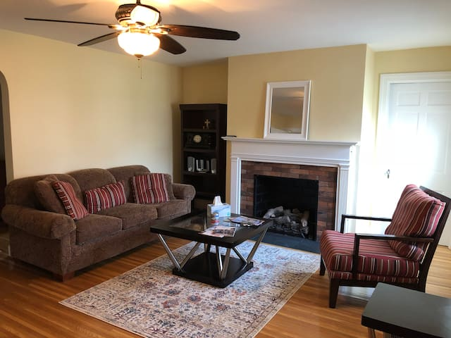 Cozy home near airport, downtown & Freedom Hall