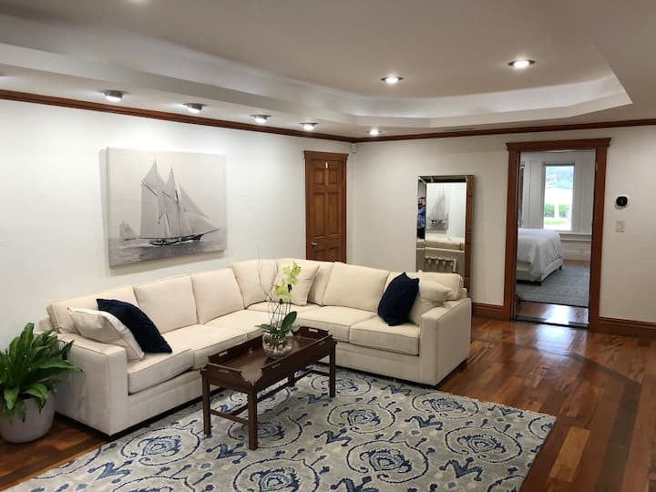 Beautiful retreat on Manatee River with boat dock
