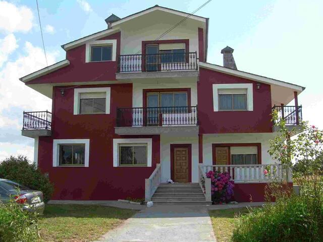 Se alquila casa tipo chalet, vacaciones en Galicia - Vilalba - Hus