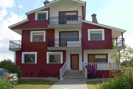 Se alquila casa tipo chalet, vacaciones en Galicia - Vilalba