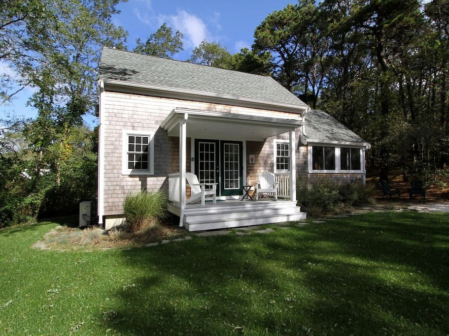 Welcome to our lovely Post & Beam Cottage in Wellfleet right on the edge of the Cape Cod National Seashore