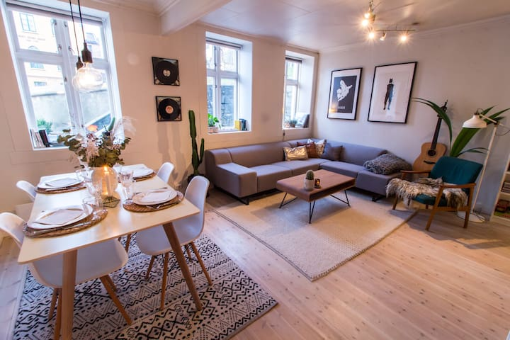 Charming apartment only 2 min walk to the harbor