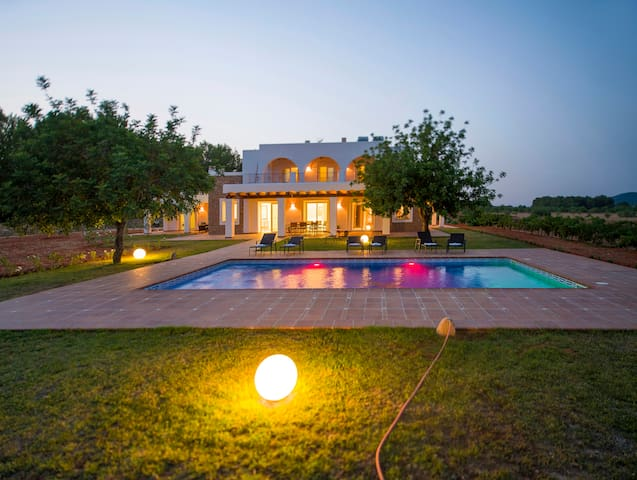 ES CASALS NOU VILLA IN SPECTACULAR LOCATION!