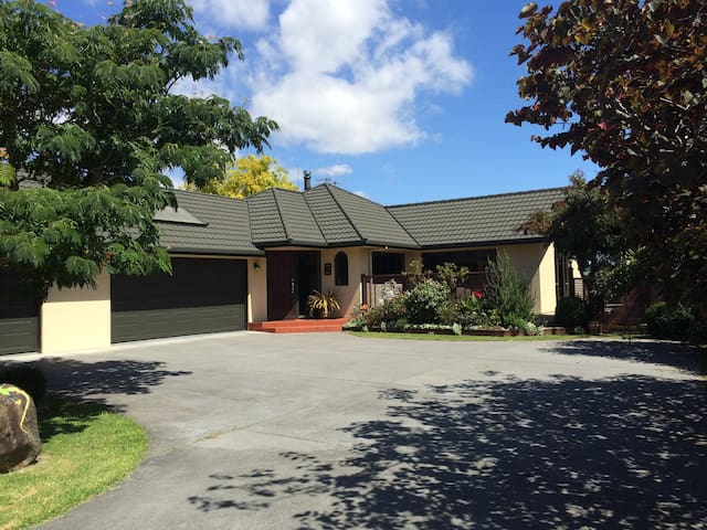 Comfortable home, delightful neighbourhood. - Tauranga - Rumah