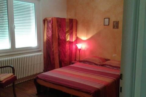 Chambre lumineuse dans maison proche Metz centre