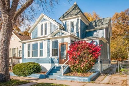 Updated Victorian near downtown - Saint Paul - Ev