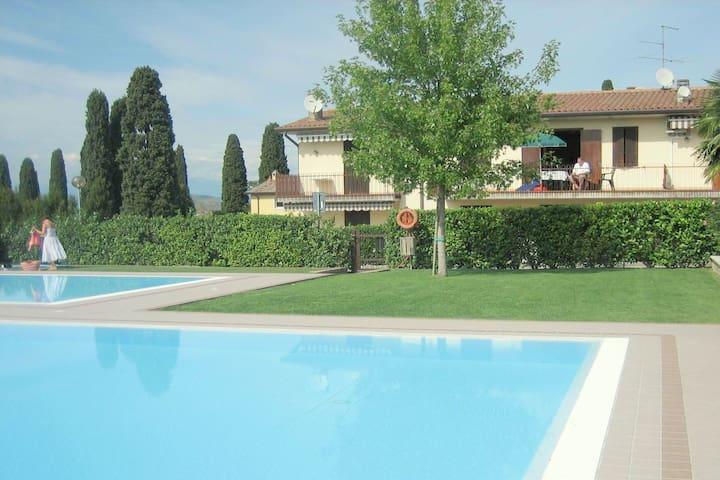 Spaziosa Casa vacanze a Lazise con piscina in comune
