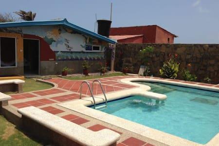 Casa Frente al Mar con Piscina - SANTA VERONICA