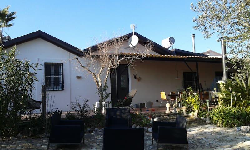 Sfeervolle vrijstaande woning met veel privacy!