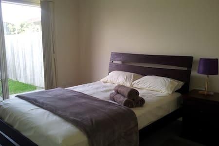 Nicol Way 3 bedroom Villa - Brendale - Villa