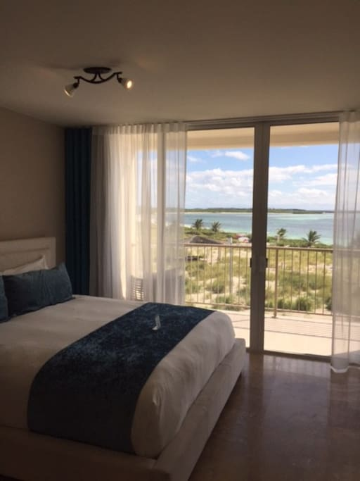 1 king bed with stunning views of the ocean