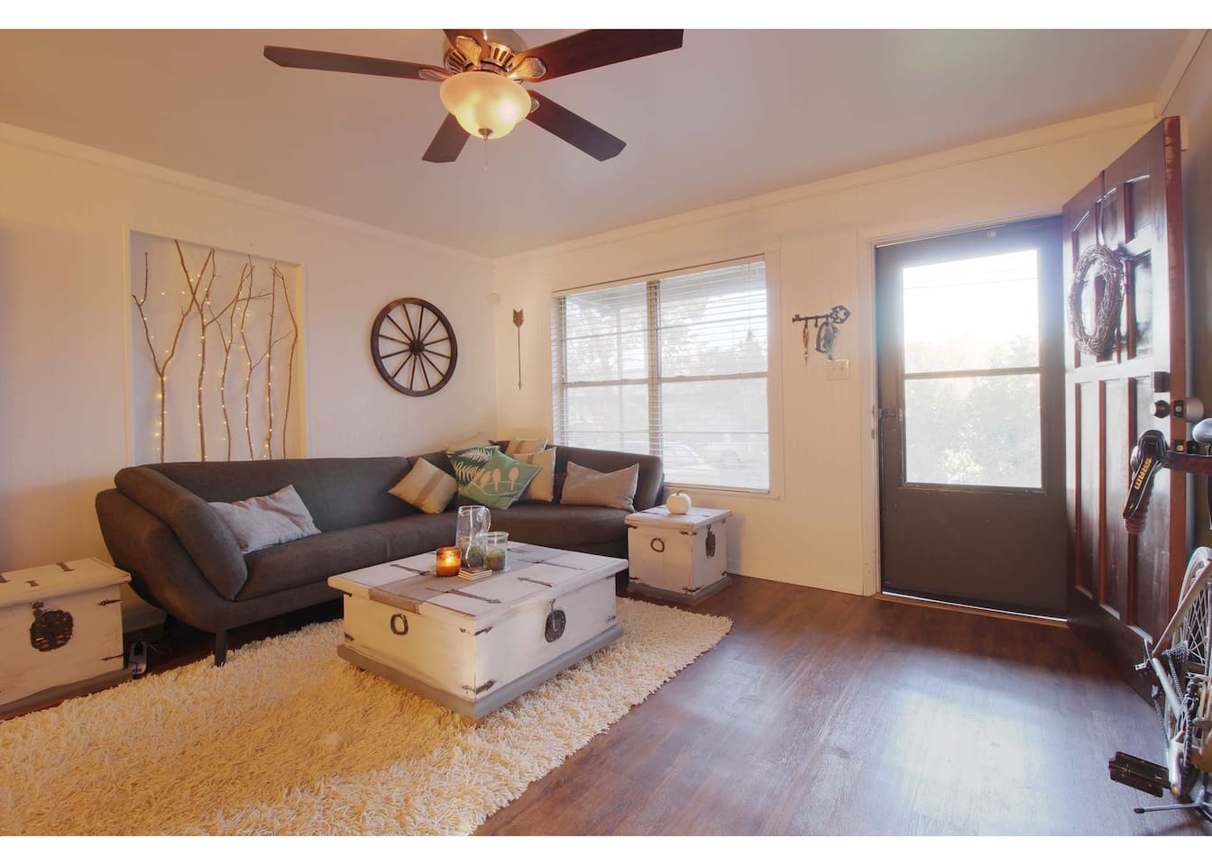 comfy shabby chic-style living room with romantic twinkle lights, flat screen, and large, pillow covered couch for everyone to enjoy!