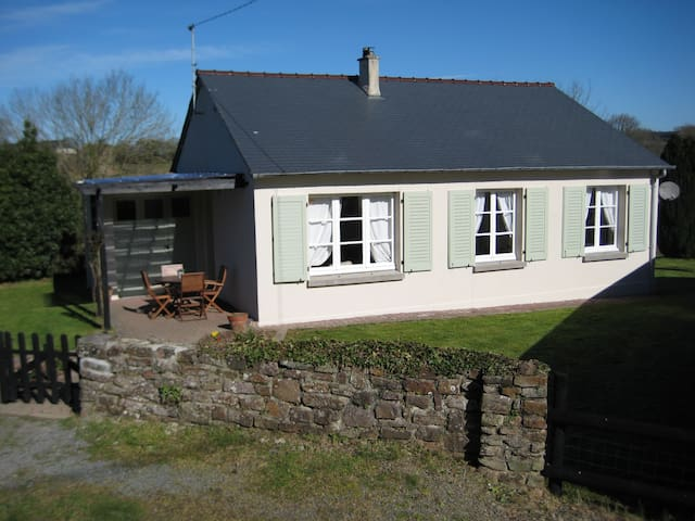 Cottage with pool. Sleeps 6. - Le Mesnil-Amand - Hus