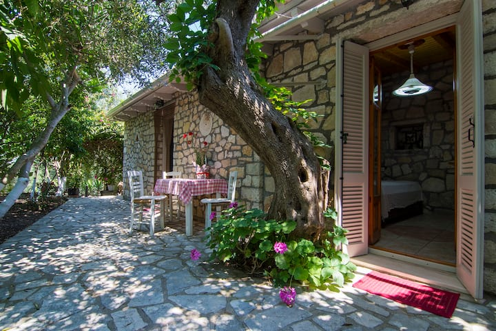 Studio Soula - Stone House with garden
