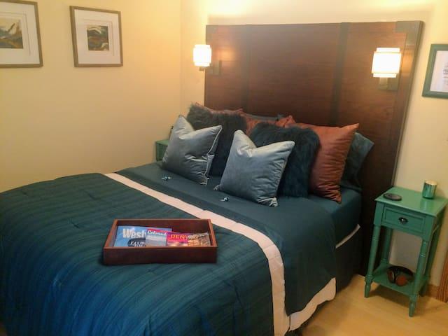 Quiet Queen Room - Near DIA, DTC- 420 Patio - Aurora - Huis