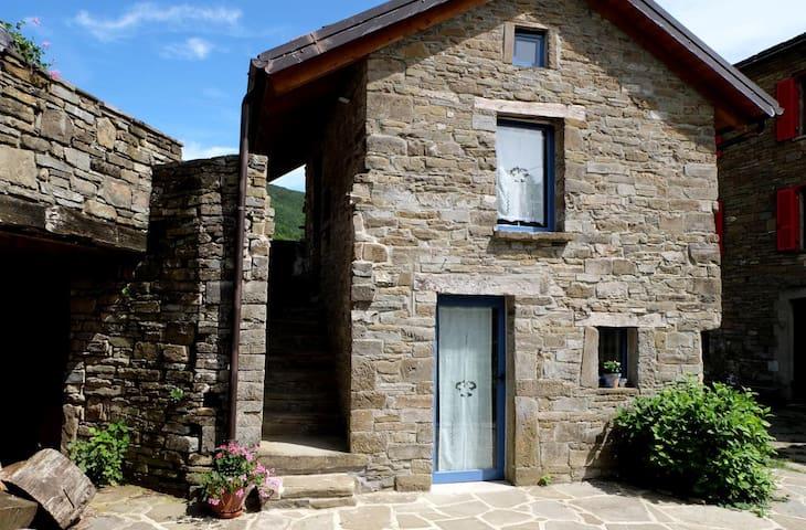 Mini Maison 3 pers. ds hameau isolé de montagne