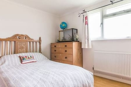 Peaceful double room 15 mins to Cambridge - Oakington - 小平房