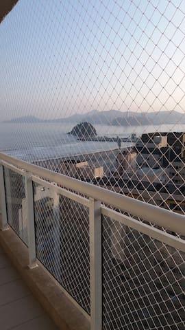 Vista da orla da praia da sacada do imóvel.