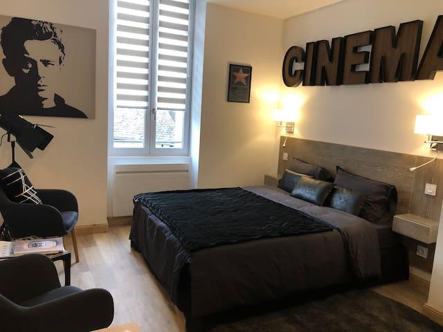 """Les Maisons du Périgord """"côté studio Cinéma"""""""