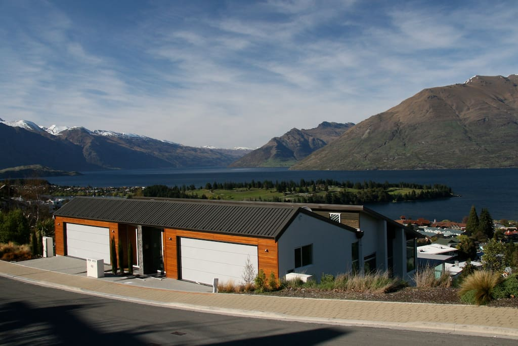 Located on prestigious Queenstown Hill offering magnificent views and close proximity to town