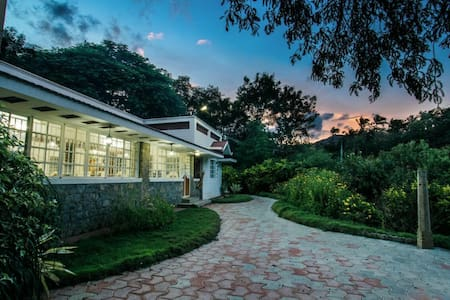 ❤️Decovilla 12 acre prive pool Villa,near ISHA Yoga