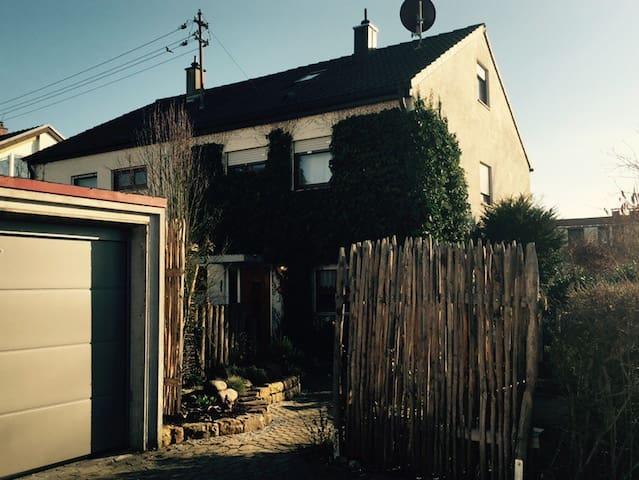 Schönes Haus bei Stuttgart/ WLAN / ganze DHH - Wernau (Neckar) - Rumah