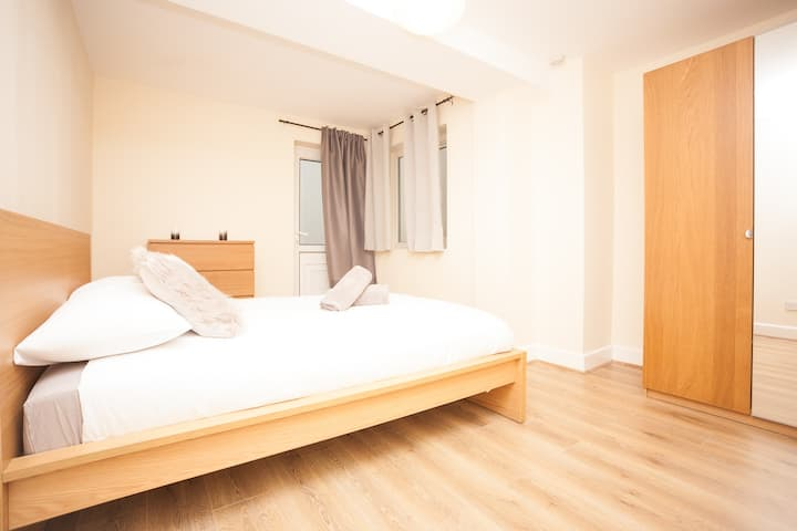 EXCELLENT PRIVATE ROOM FOR  ESTUDENT  OR  WORKER