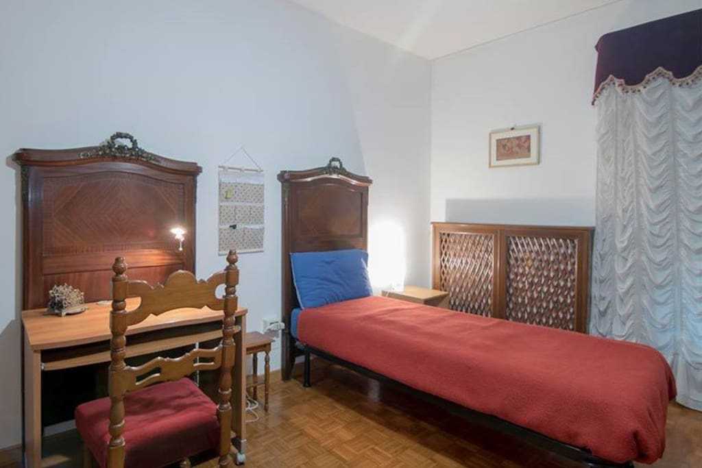 Venice Artist Room - Ideal for Solo Traveller with Laptop, Free Wifi. #Itravelalone #viaggiodasola #viajosola