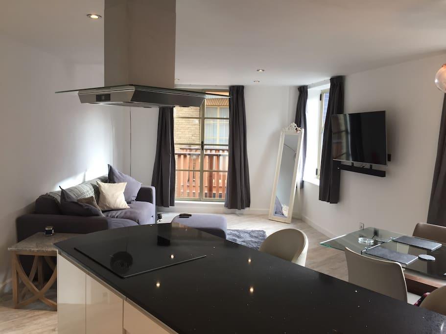 Lounge area, Balcony, HD TV