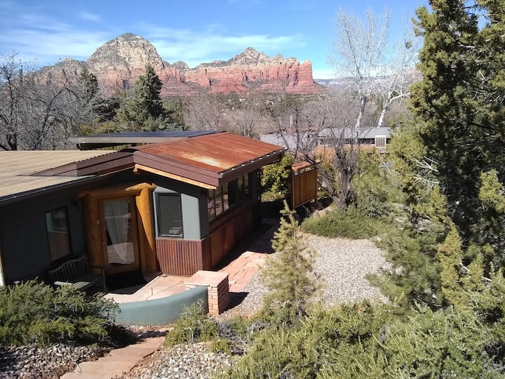 Spectacular Panoramic Red Rock Views!