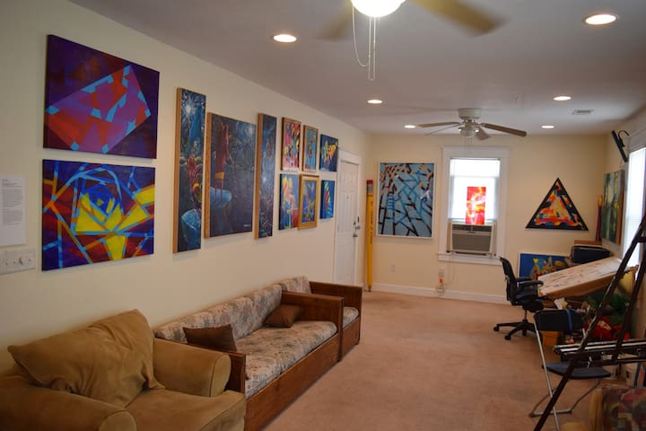 ⭐️⭐️⭐️⭐️⭐️ Art-Inspired Bungalow, Clean-Private Room!