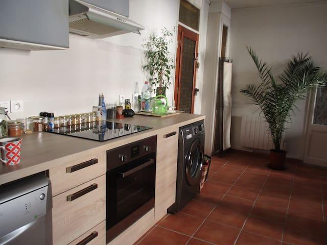 chambre  dans maison de village - Baixas - House