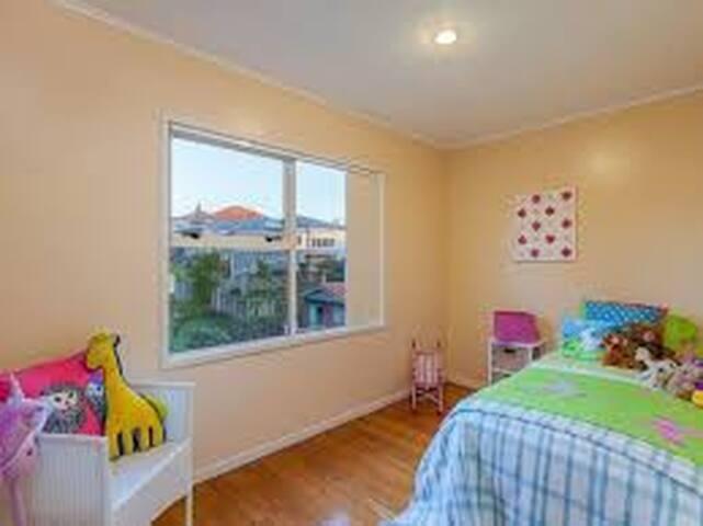 Single room in MT EDEN/ Epsom with breakfast