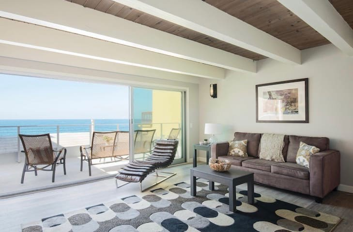 Luxury Ocean Front Condo, The Strand