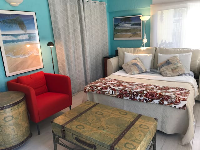 Water view sofa bed room. - Fort Myers - Σπίτι