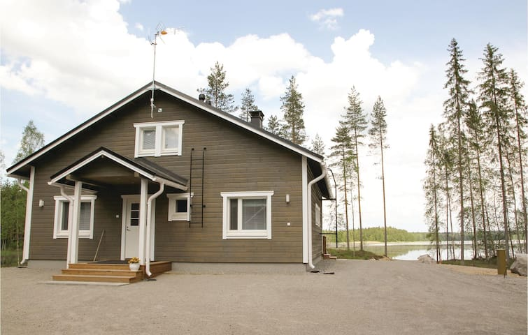 Holiday cottage with 2 bedrooms on 110 m² in Pertunmaa