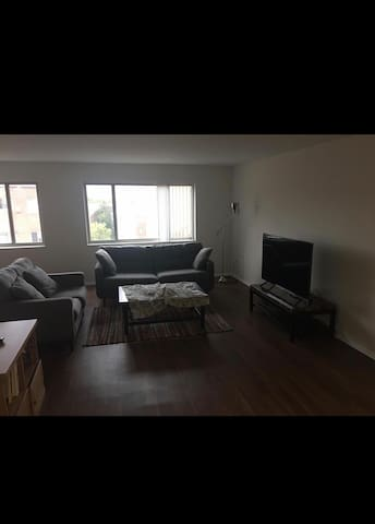 2 bed room apartment 10 minutes to DC