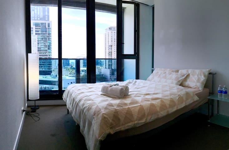 FreeTramZone- Private Bedroom&Bath opposite SKYBUS - Melbourne - Appartamento