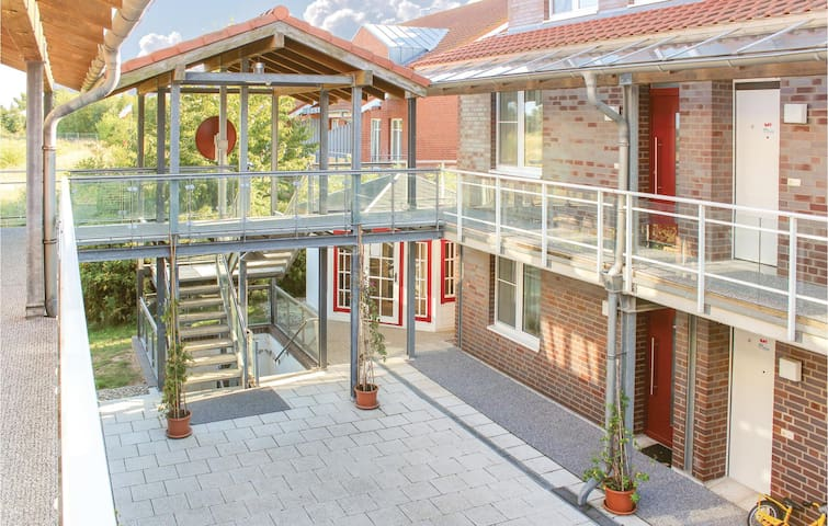 Holiday apartment with 2 bedrooms on 94m² in Hohen Wieschendorf