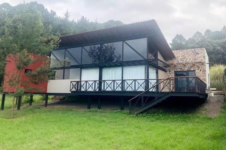 Moderna Casa Loft en el Bosque. Valle de Bravo