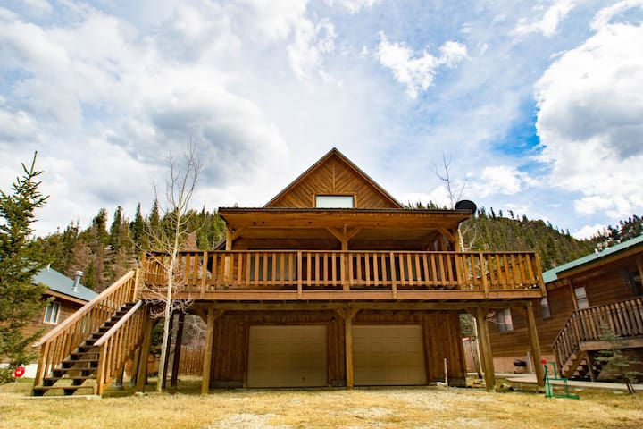 The Bunkhouse - Private Home in Tenderfoot, Covered Porch, Satellite TV, Washer/Dryer, Garage, WiFi - Red River - Talo