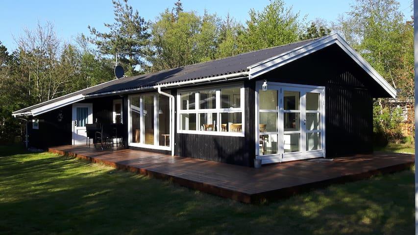 Sommerhus tæt på skov og strand