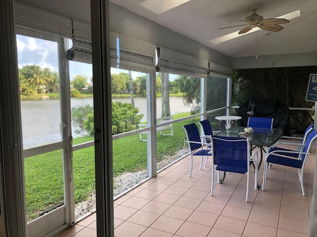 Boynton Beach Waterfront Home 5 miles to the beach