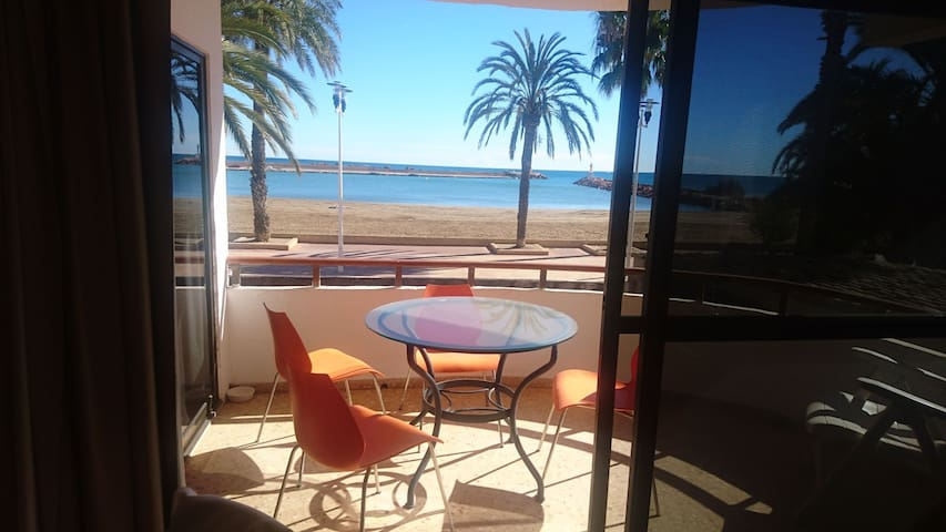 Beachfront Private Villa close to Valencia
