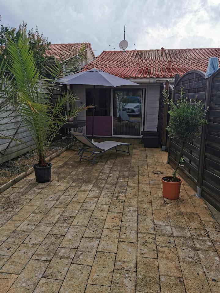 A Capbreton, studio indépendant, dans villa.