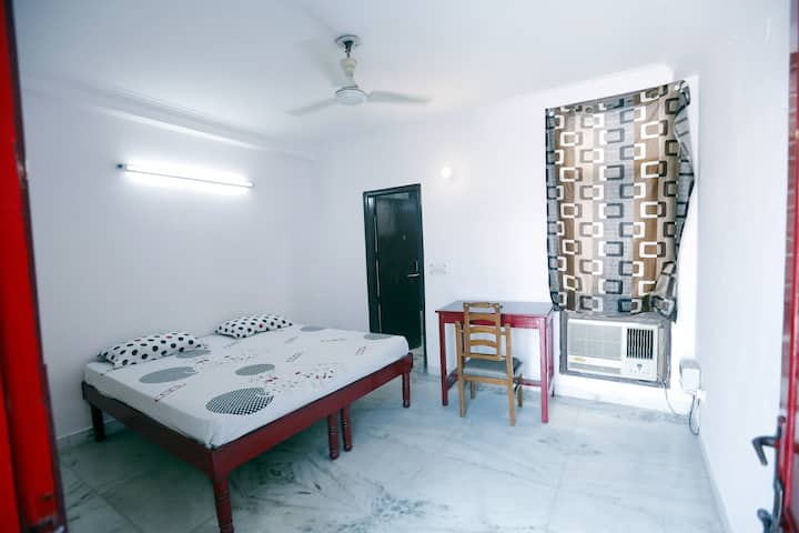 Red Room with Terrace (Near GREEN PARK-SouthDelhi)