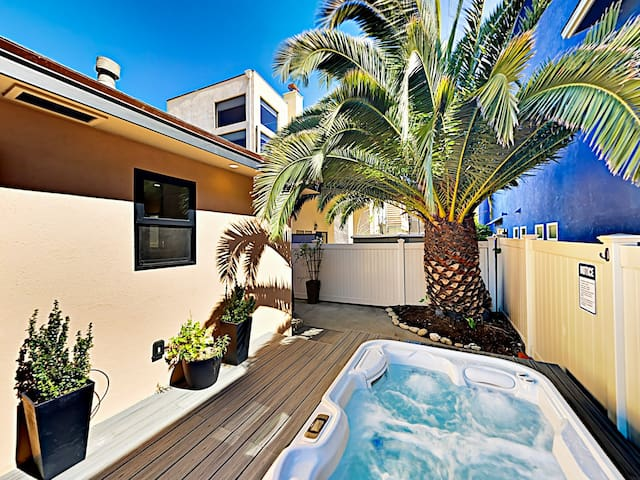 Beachside Gem w/ Hot Tub - 200 Yards to Ocean!