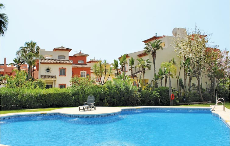 Semi-Detached with 2 bedrooms on 132m² in Estepona